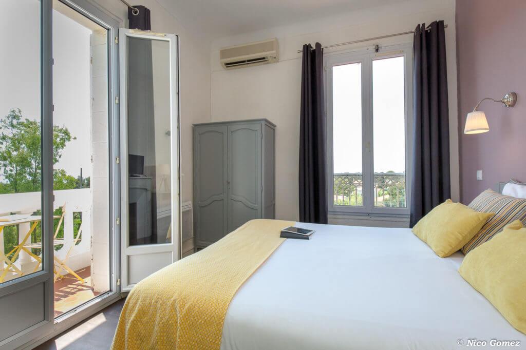 chambre avec balcon hôtel le thimothée saint raphaël