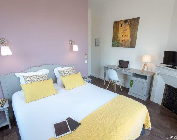 hotel saint raphael : chambre de l'hôtel Thimothée